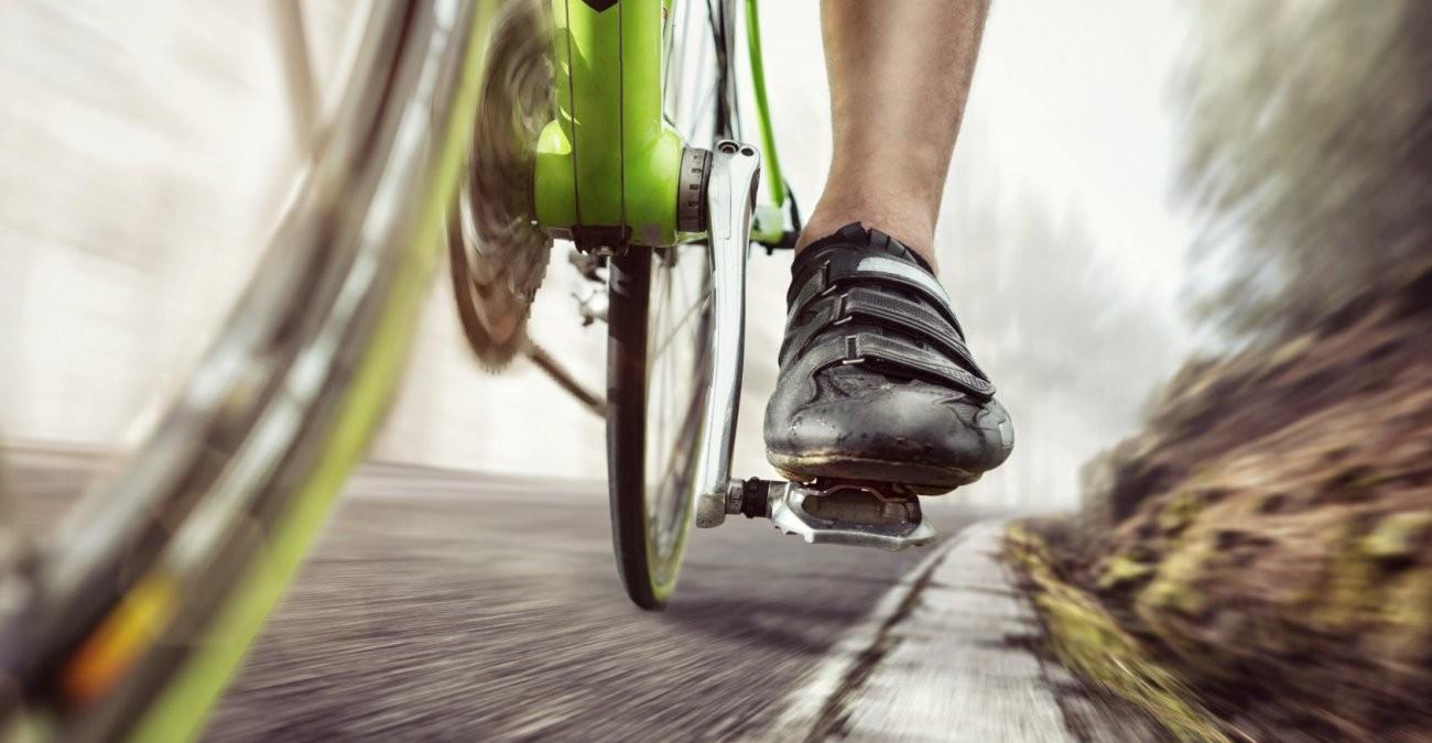 Pedale eines Fahrrads beim Radtraining